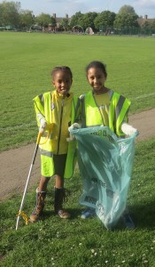 Brownies litter-picking Joseph Hood Rec