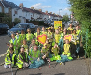 The Brownies set out on Cannon Hill Lane to do a litter-pick