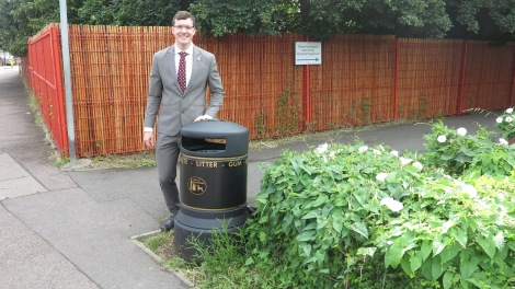 Cllr Ross Garrod outside Lonesome Primary Mitcham.JPG