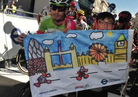 Min Joon with pro cyclist Jasper Bovenhuis and his winning design