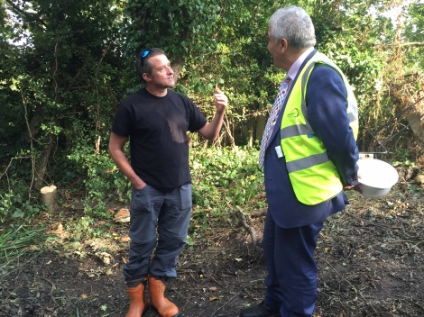 Cllr Stephen Alambritis speaking to ecologist, Gareth Matthes